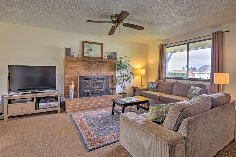 Geniet van een rustige vakantie in dit 3 slaapkamers en 2 badkamers vakantiewoning huis aan de kust van Oregon in Tillamook!