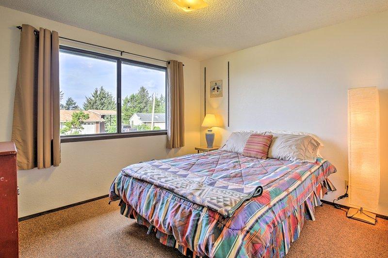 Lay back op de comfortabele full-sized bed in de derde slaapkamer.