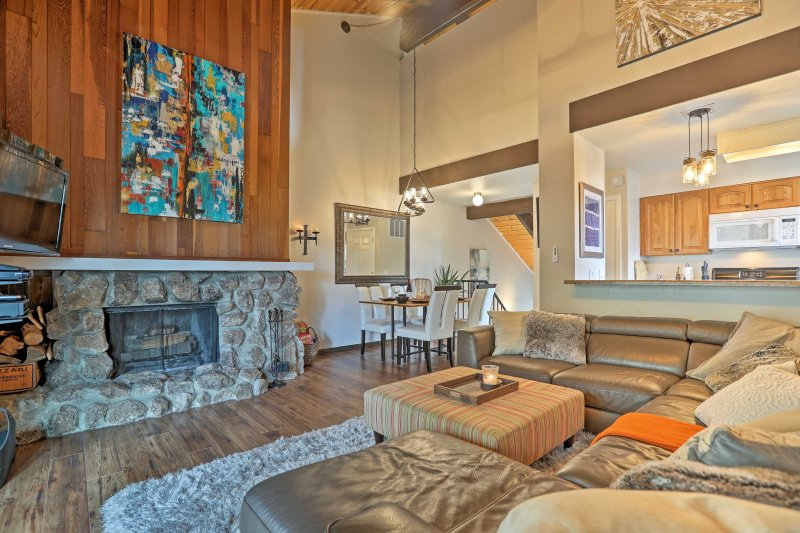 Experience Tahoe City in this beautiful 2BR, 2-bath vacation rental condo.