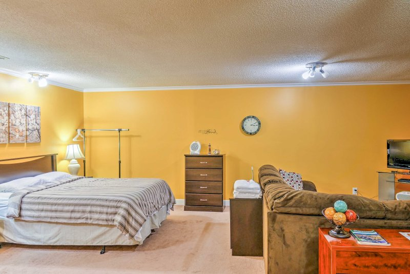 Experience the history and charm of Chattanooga from this cozy vacation rental studio minutes from downtown!