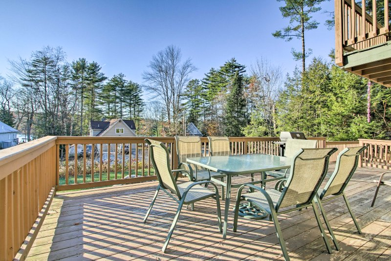 Naples Cottage w/ Sebago Cove Views & Dock Access! – semesterbostad i Naples