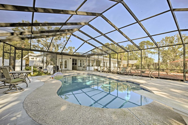 Enjoy the best of both lake and beach life at this Tampa vacation rental house.