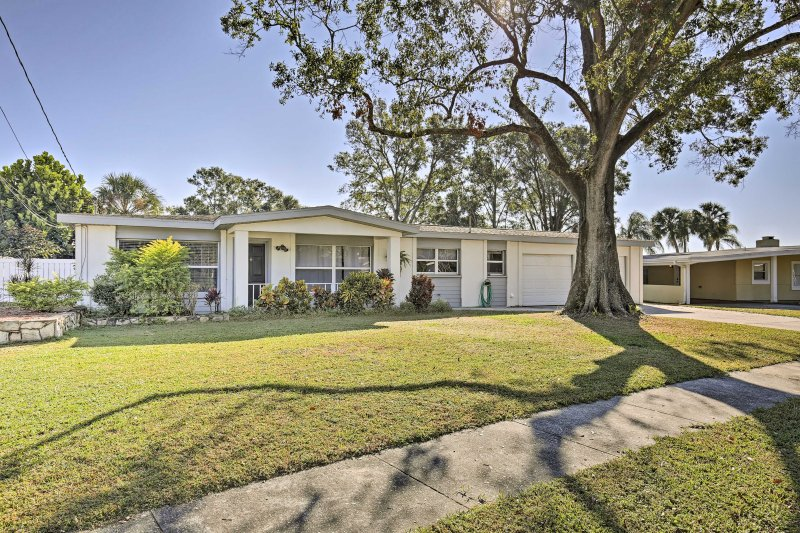 This lovely Tampa home awaits your arrival!