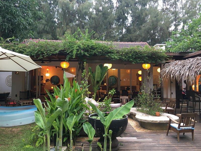 Outdoorküche Mit Kühlschrank Damen : Aktualisiert: 2018 leas garden with swimming pool 20 meters away