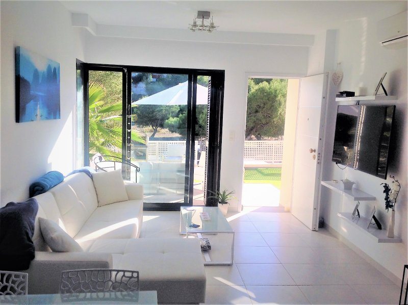 La Zenia 2 Bed Villa with Private Pool (L2), vacation rental in La Zenia
