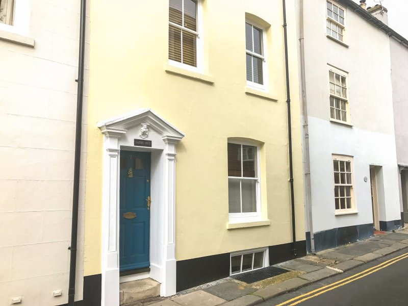 SAMPHIRE historic fisherman's cottage, close to beach, town centre in Deal Ref, holiday rental in Walmer