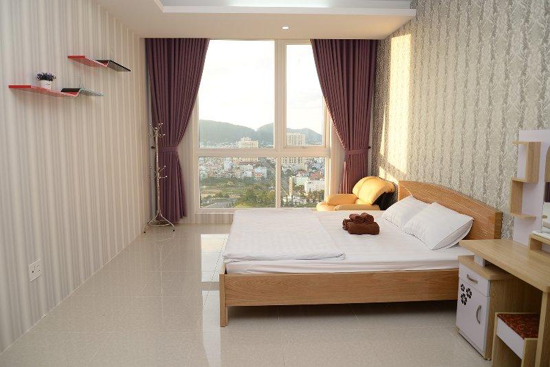 Grote slaapkamers kijken uit op de zee, bergen, meren en de stad
