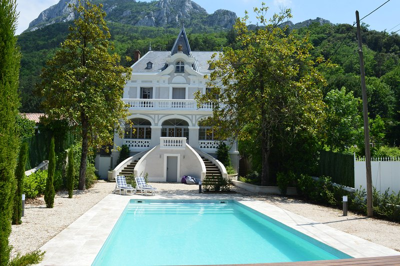 Elegant and unique small chateau small chateau in Cathar country, holiday rental in Bugarach