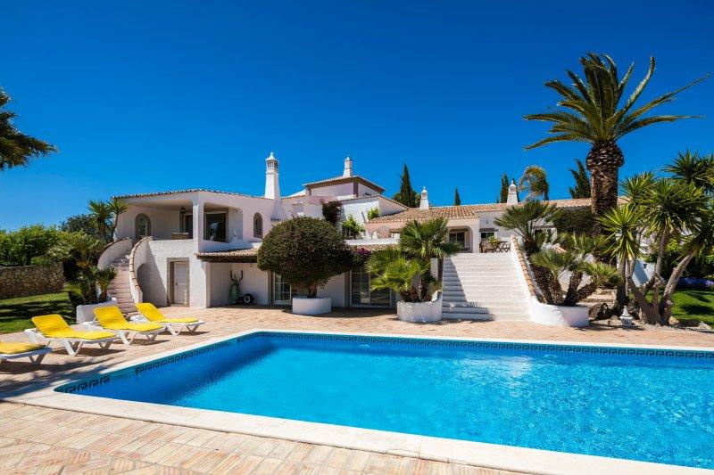 Quinta Tropicana 12 - Amazing views, Airconditioning & Private pool, holiday rental in Salir
