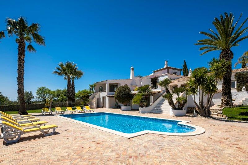 6 bedroom villa with private pool in the Algarve., holiday rental in Salir