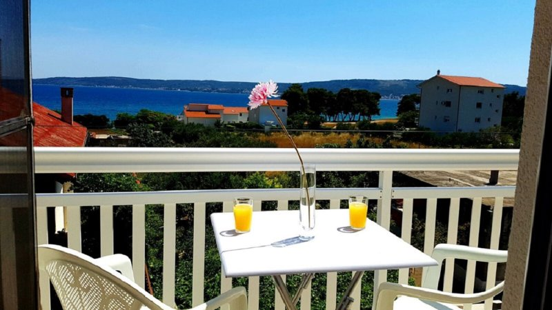 50 m2 seaview terraces, 3 minutes walking to lovely beach, 2 apartments, vacation rental in Kastel Stafilic