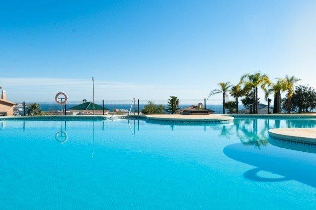3 Bedroom Ground Floor Apartment, walking distance to beach and town of La Cala, holiday rental in La Cala de Mijas