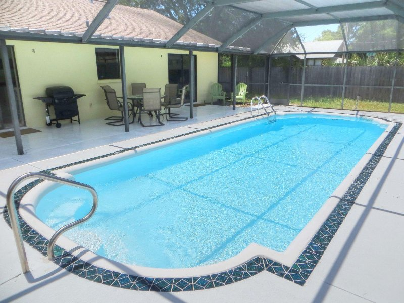 Lovely Pool Home close to the Beaches, holiday rental in Bradenton