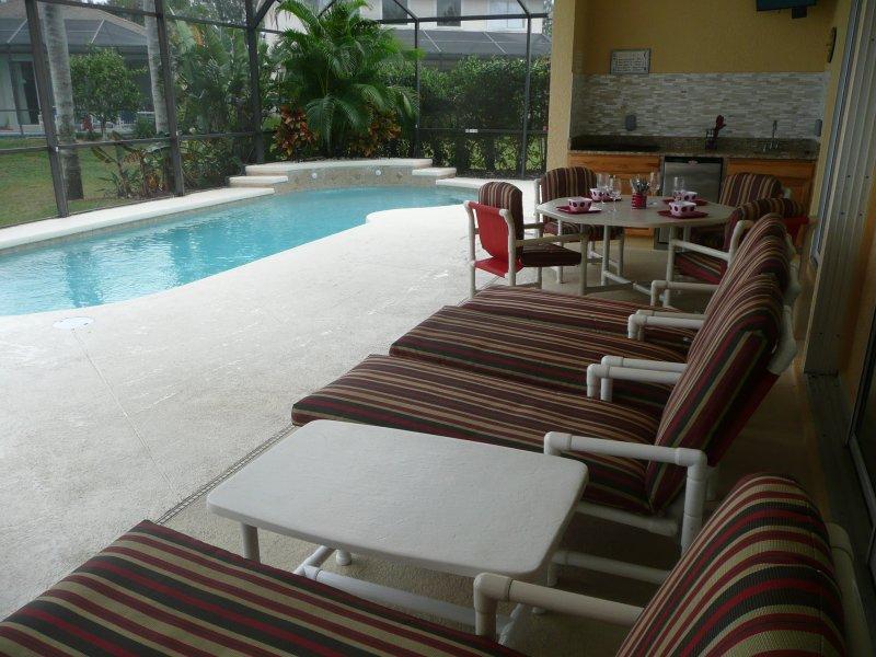 piscine et cuisine extérieure