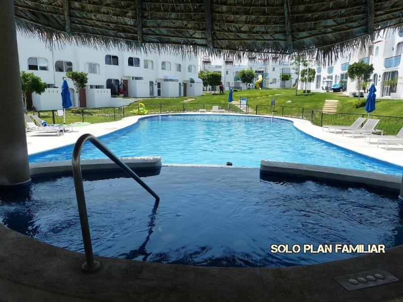 Casa en Tequesquitengo, Morelos con Acceso al lago, location de vacances à Morelos