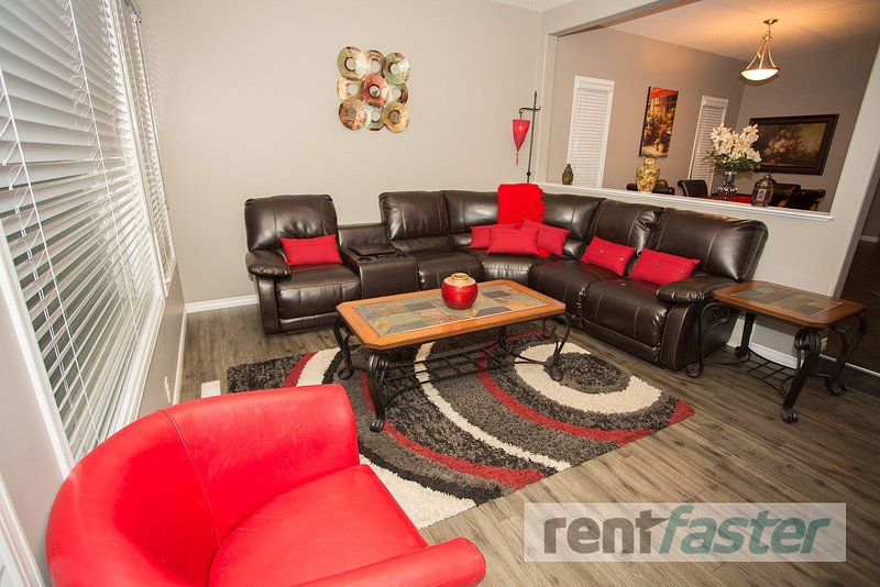 STUNNING EXECUTIVE ALL INCLUSIVE FULLY FURNISHED 3BEDROOM HOUSE, Ferienwohnung in Leduc