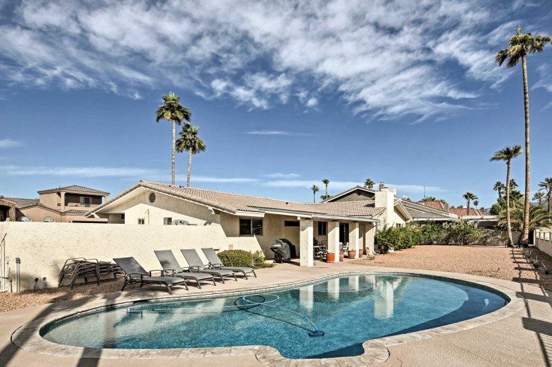 Organizza il tuo prossimo viaggio di famiglia a Lake Havasu City in questa 3 camere da letto, 2 bagni casa in affitto.