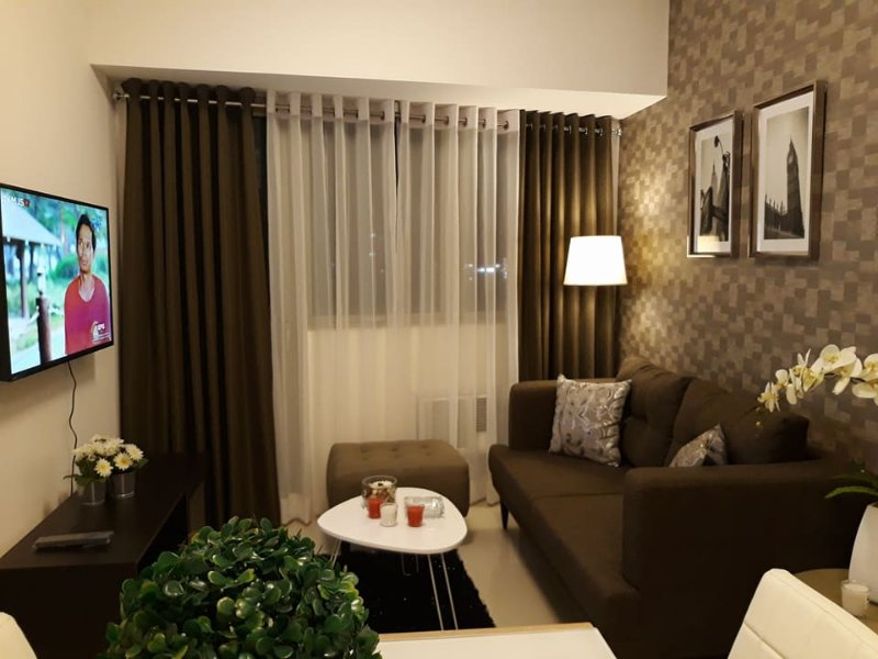 Cozy and Elegant 1BR with Balcony along Commonwealth QC, casa vacanza a Quezon City
