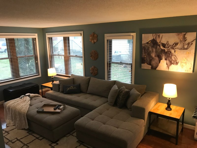 Charming Home near NE Mpls & Downtown MPLS, holiday rental in Mounds View