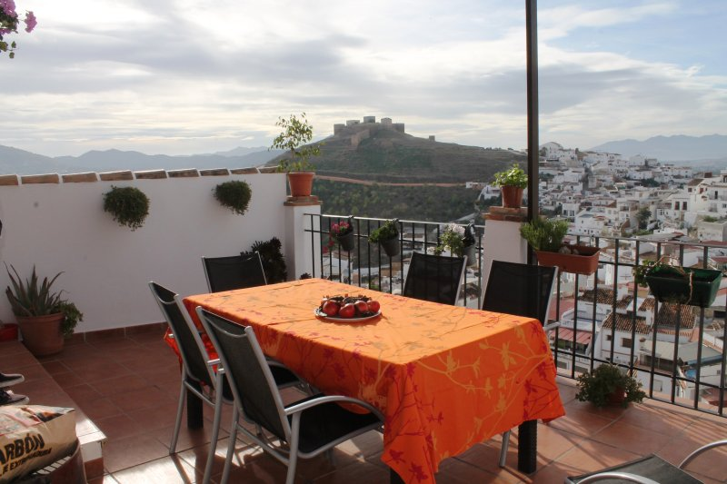 Beautiful restored home in the heart of Alora with spectacular views., holiday rental in Alora