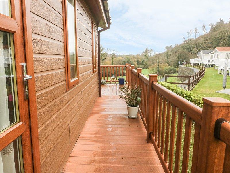 LODGE 78, WiFi, open plan, decking, Ref 965760, vacation rental in Kilgetty