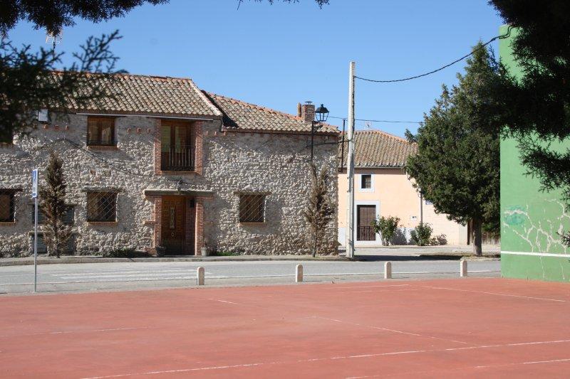 La Lunita de Enero, casa para 4 a 7 personas en Paradinas, Segovia, alquiler vacacional en Nieva