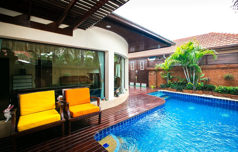 Huge private swimming pool with jacuzzi and jets. With a nice sitting area including terrace.