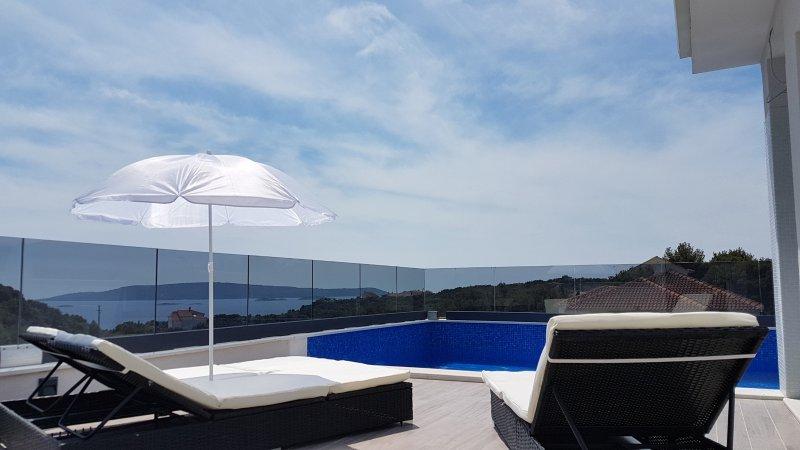Beautiful Villa Markina close to the beach, alquiler de vacaciones en Okrug Donji