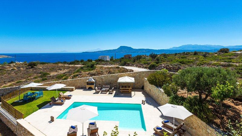 Villa Galini, with sea views only 150m away from Loutraki beach, holiday rental in Akrotiri