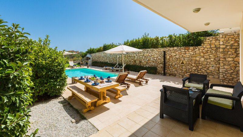 Villa Electra, with sea views only 150m away from Loutraki beach, holiday rental in Akrotiri