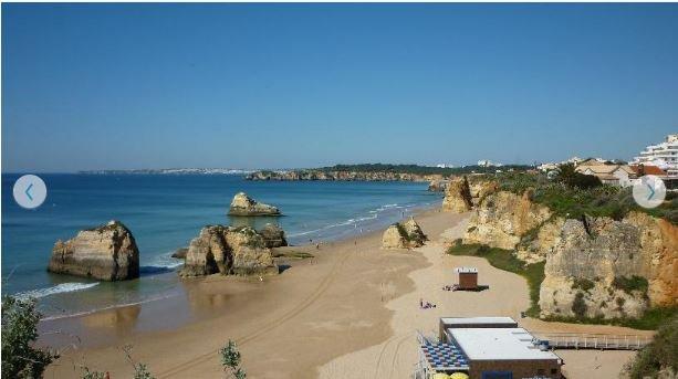 strand van beach rock