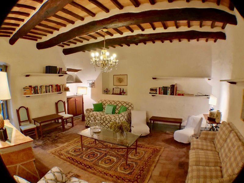 OLD HOUSE LATE 1800, holiday rental in San Lorenzo Nuovo