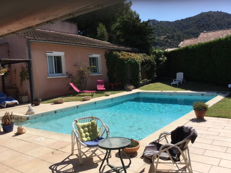 LS2-293 PASCO, Beautiful house in the village of Robion, in the Lubéron, holiday rental in Coustellet