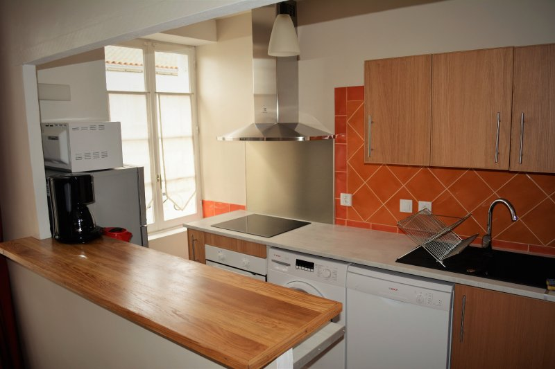 The kitchen is very well equipped with dishwasher, washing machine, oven, freezer, microwave ...