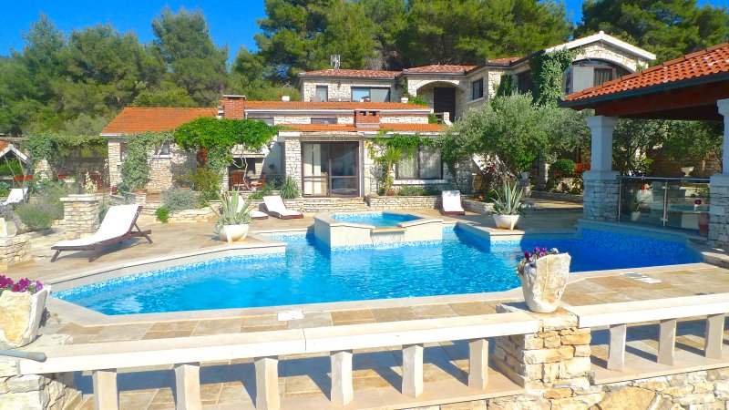 Stone house-Villa 'Fantasy', holiday rental in Vela Luka