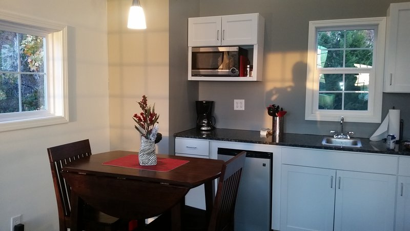Lakeview Treehouse for 2-Pet Friendly(Double Peak), vacation rental in Canadian