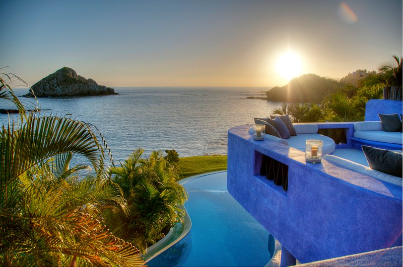 Casa Azul, the best 4 to 5 Bedrooms Villa in Careyes, vacation rental in Careyes