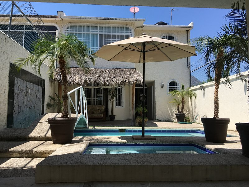 House 2 bedrooms, private swimming pool, near the airport, vacation rental in Acapulco
