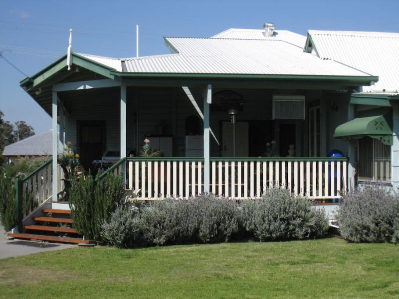 Pitstop Lodge B&B, holiday rental in Maryvale