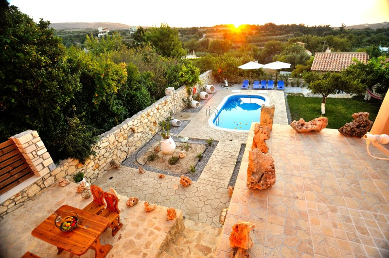 Pithari Villa. Privacy and exceptional view!, holiday rental in Mesi