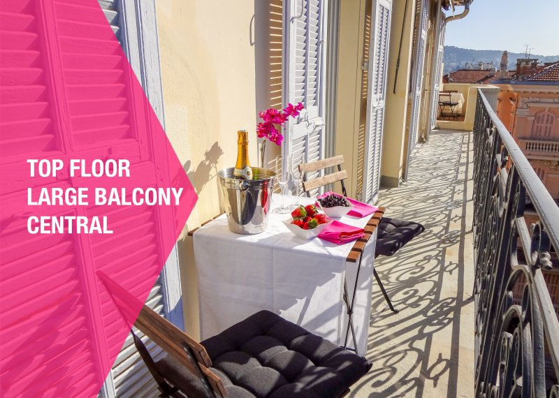 Nestled between bourgeoise buildings, our apartment comes with all comforts you need for holidays