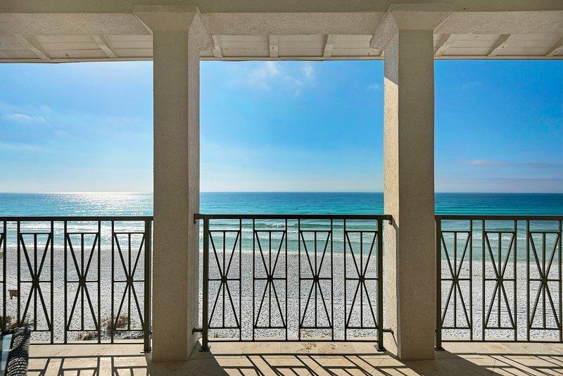 Peace of Paradise: BEACH FRONT Sleeps 20