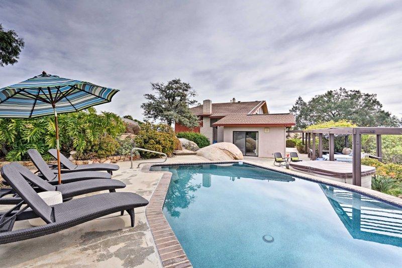 Battre la chaleur par barboter dans la piscine privée!