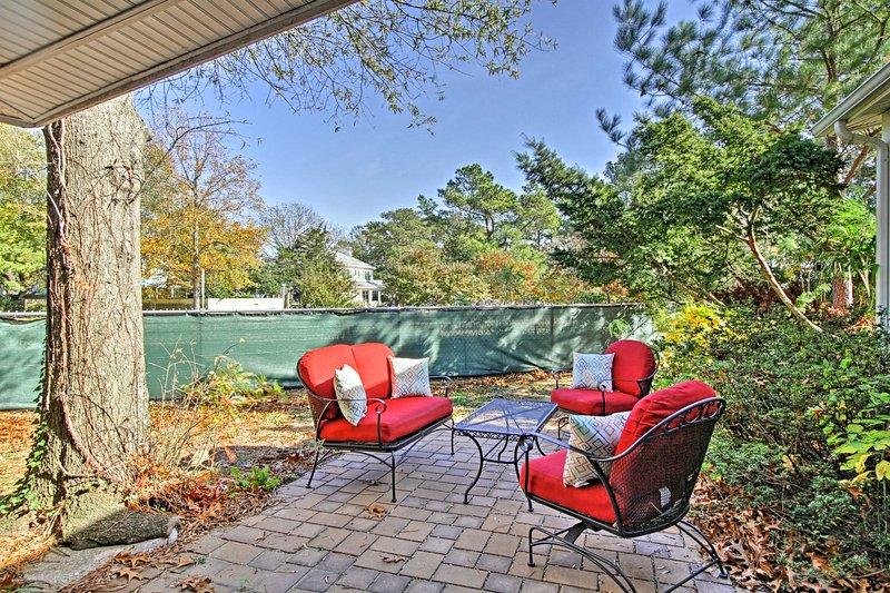 Questa proprietà si trova a soli 2 isolati dalla spiaggia e dispone di un cortile privato.