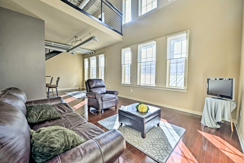 Discover the bustling capital of the Peach State from this 1-bedroom, 1.5-bathroom Atlanta vacation rental condo!