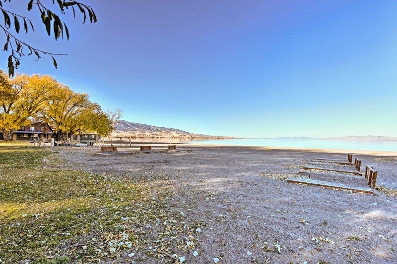 Comience el día con un relajante paseo a lo largo de la costa.