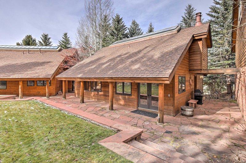 Ontdek de wereld-klasse bestemming van Vail, Colorado van deze 2 slaapkamers, 2,5 badkamers vakantiewoning huis!