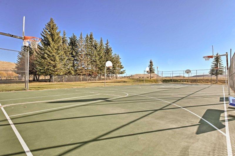 ¡Las canchas de baloncesto también están disponibles para los huéspedes durante su estadía!