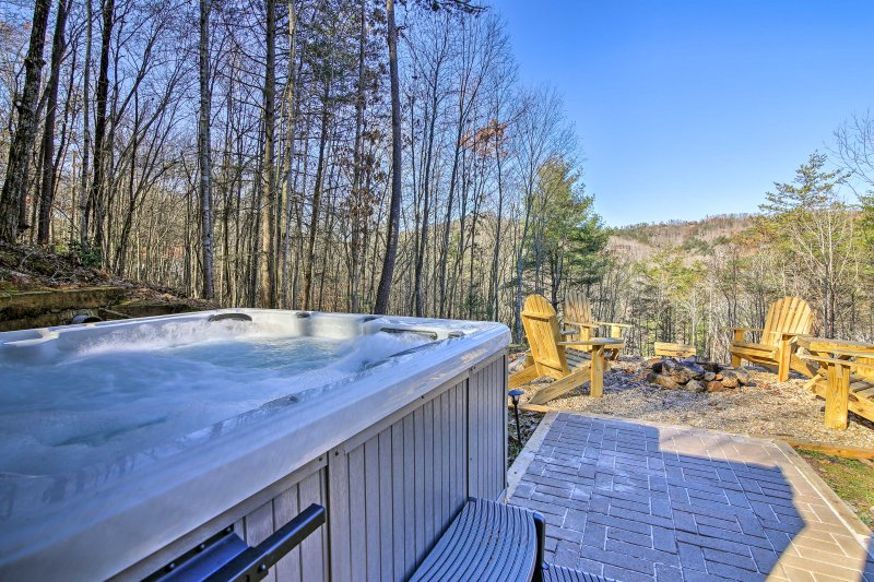 Immerse in the raw natural beauty of Blue Ridge at this vacation rental getaway!