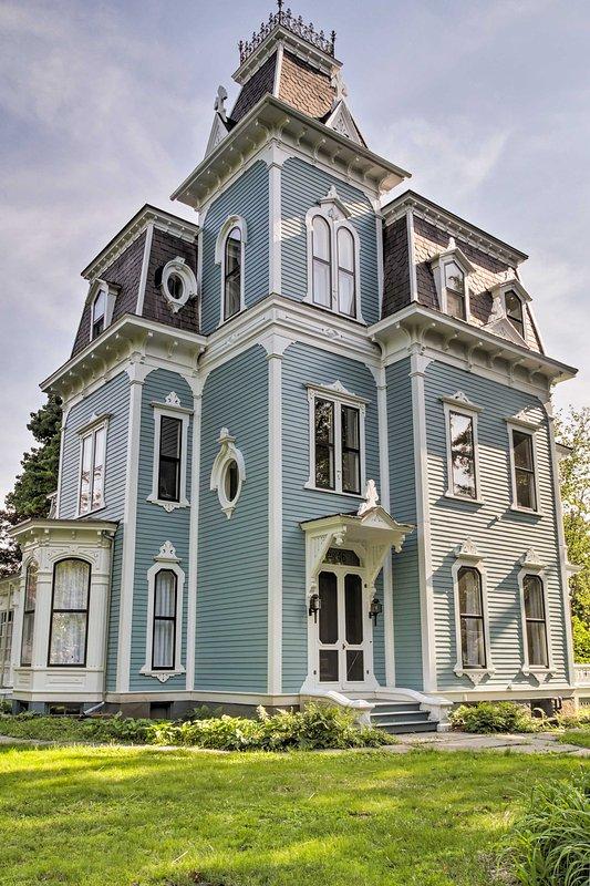 O fabuloso casa acomoda até 10 pessoas.